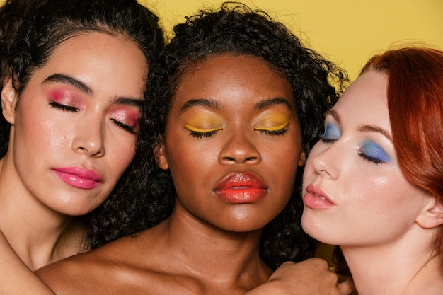 Foto de belleza de verano de mujeres de color y diversidad.