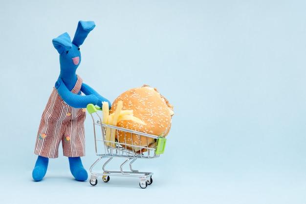 Foto conejo con hamburguesa