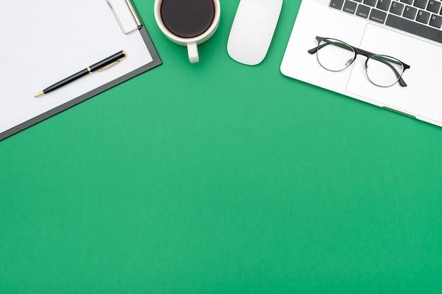 Foto creativa plana del escritorio del espacio de trabajo