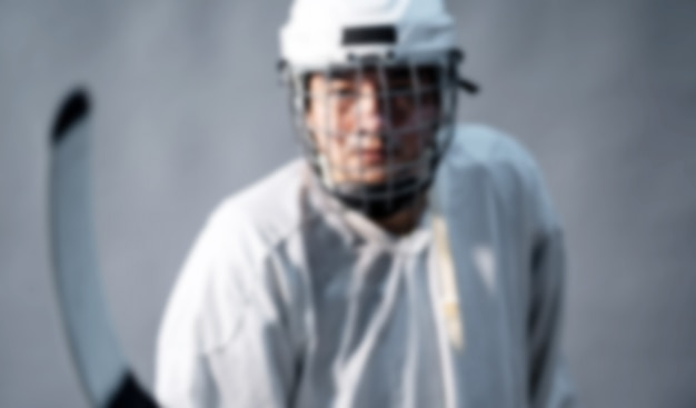 Foto de desenfoque jugador de hockey sobre hielo profesional.