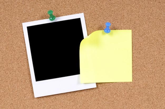 Foto de estilo polaroid con nota adhesiva