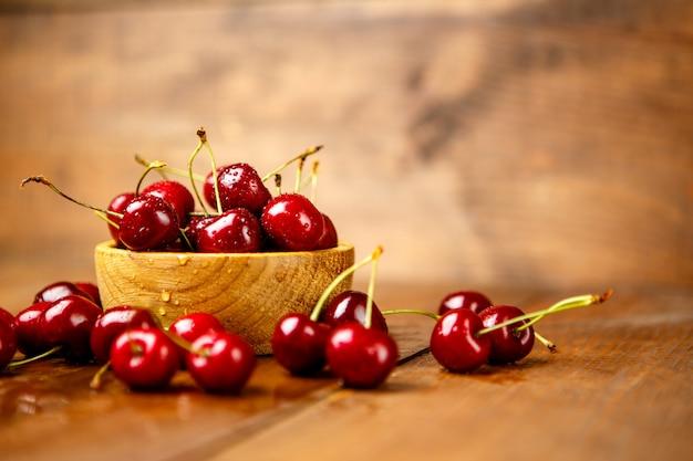 Foto de estudio de cerezas frescas