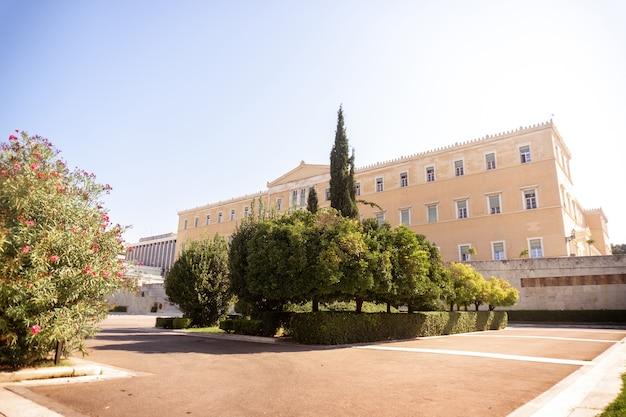 Foto horizontal del edificio del parlamento griego en atenas