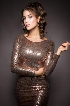 Foto de moda de una mujer deslumbrante