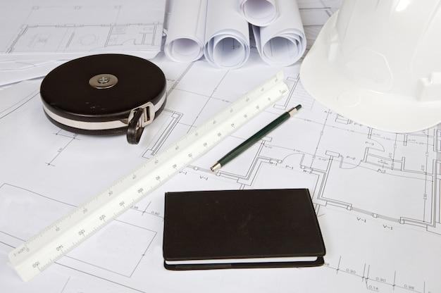 Una foto de planos de casa con planos planos.