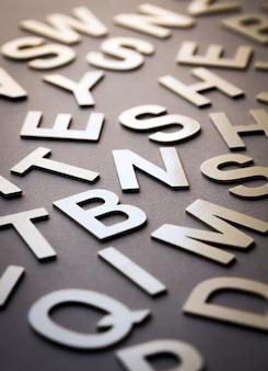 Foto de primer plano de pila de letras mixtas