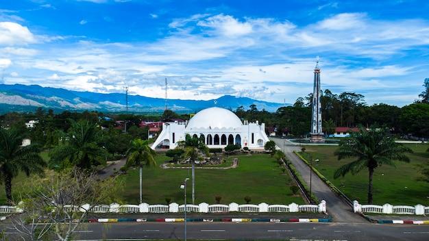 Foto de la vista de la mezquita almunawwarah de la ciudad de jantho aceh besar district aceh indonesia