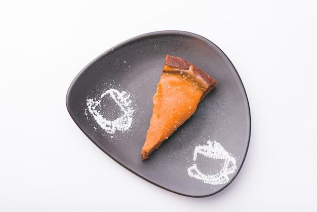 Foto de vista superior de tarta de caramelo salado
