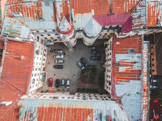 Fotografía aérea de tejados, edificios residenciales, flatley, san petersburgo, rusia.
