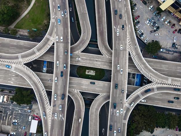 Fotografía aérea del viaducto urbano