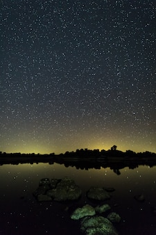 Fotografía nocturna en el área natural de barruecos. extremadura españa.