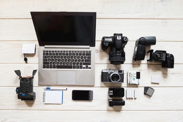 Fotografiar equipo ocupación hobby cámara herramientas portátiles hobby concepto de estilo de vida
