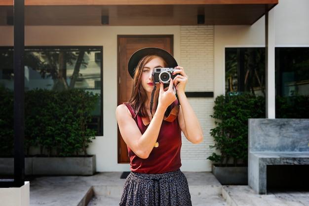 Fotógrafo camera casual leisure trendy trip concept