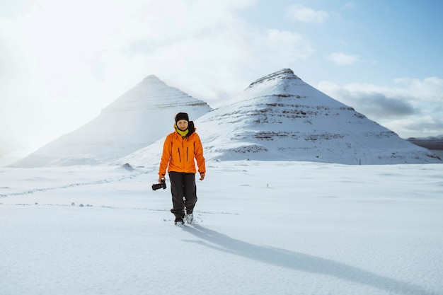 Fotógrafo en las islas feroe, parte del reino de dinamarca