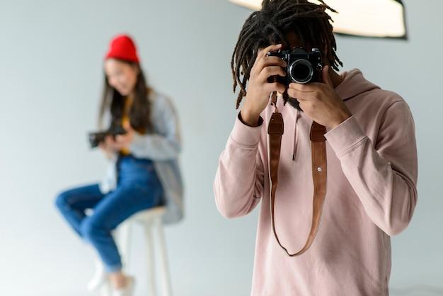 Fotógrafo tomando fotos