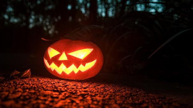 Fotos creativas de luces de calabaza de halloween