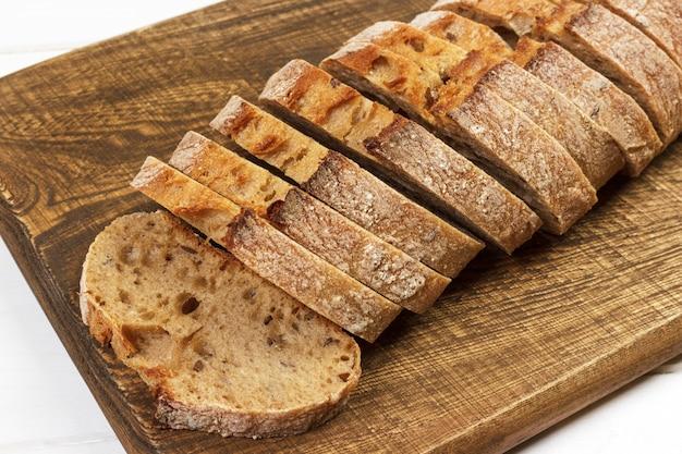 Fragantes y crujientes rebanadas de pan de centeno