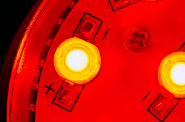 Fragmento de fuente de luz moderna con diodo emisor de luz montado
