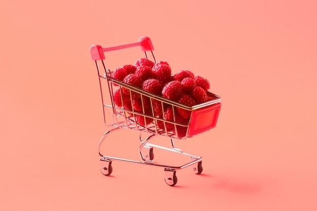 Frambuesas en carrito de compras