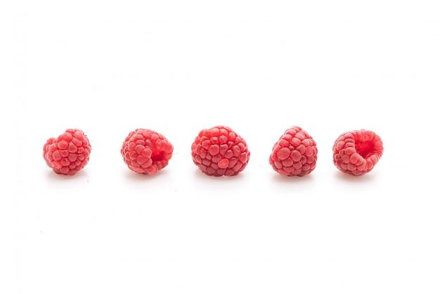 Frambuesas frescas sobre fondo blanco