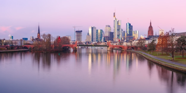 Frankfurt am main en la mañana, alemania