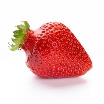 Fresa aislada. fruto de fresa único aislado sobre fondo blanco, con trazado de recorte - imagen