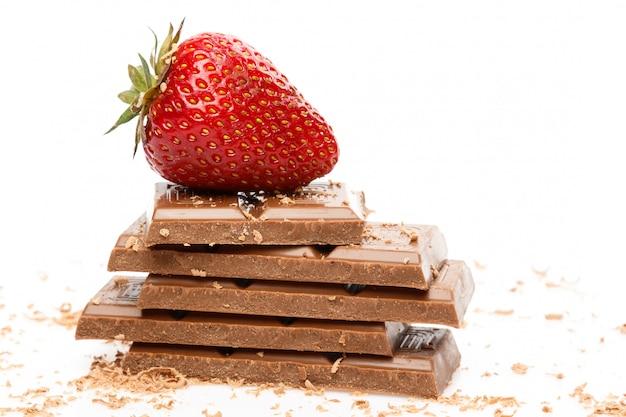 Fresa y barra de chocolate