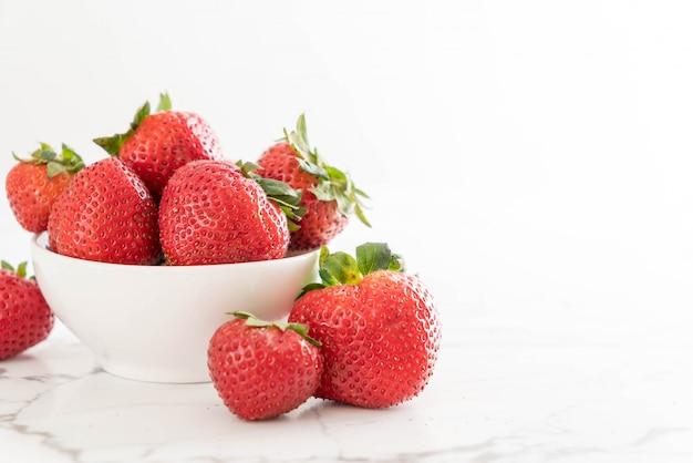 Fresa fresca en la mesa
