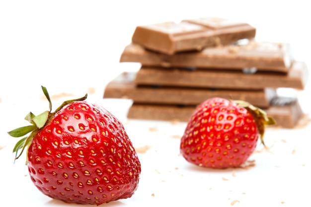 Fresas y barra de chocolate