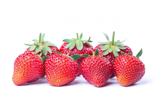 Fresas frescas con hojas