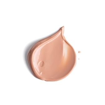 Frotis suavemente beige de la base de maquillaje crema aislado sobre fondo blanco. textura de base líquida.