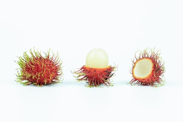 Fruta asiática rambután aislado
