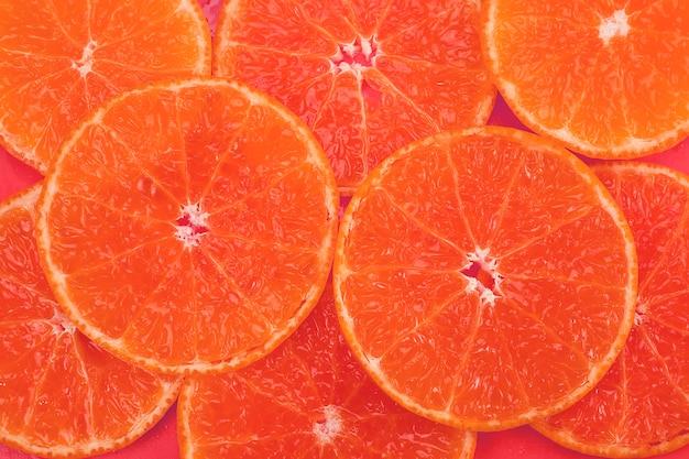 Fruta fresca de naranja jugosa en rodajas sobre naranja - textura de fruta tropical de naranja para su uso