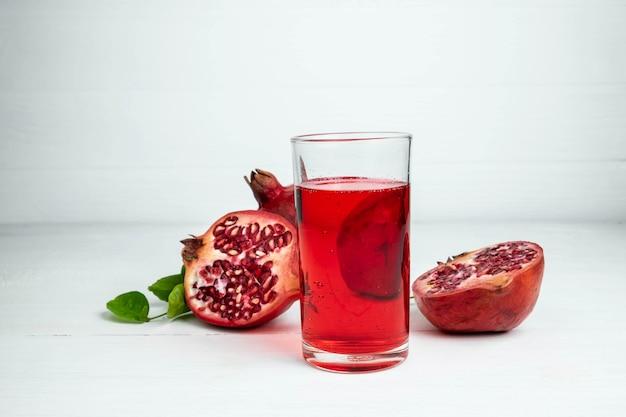 Fruta de granada y jugo de granada para la salud