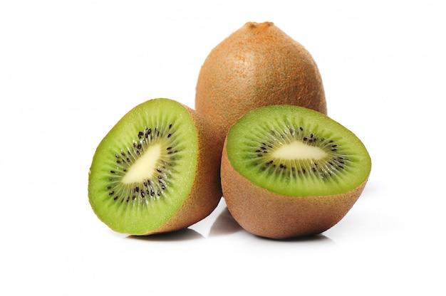Fruta de kiwi fresca aislada