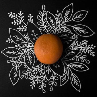 Fruta naranja sobre contorno dibujado