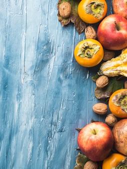 Fruta de otoño fondo azul de acción de gracias