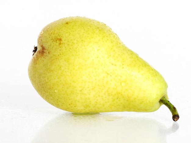 Fruta de pera fresca y húmeda
