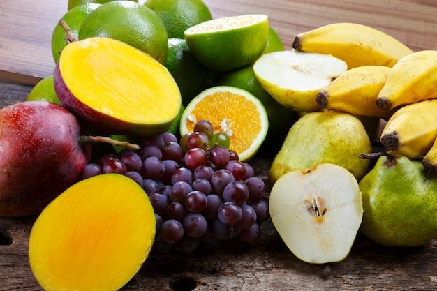 Fruta, pera, uva, plátano, mango, naranja