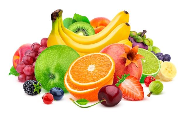 Frutas aisladas sobre fondo blanco.