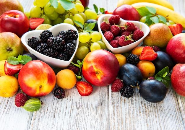 Frutas y bayas frescas de verano