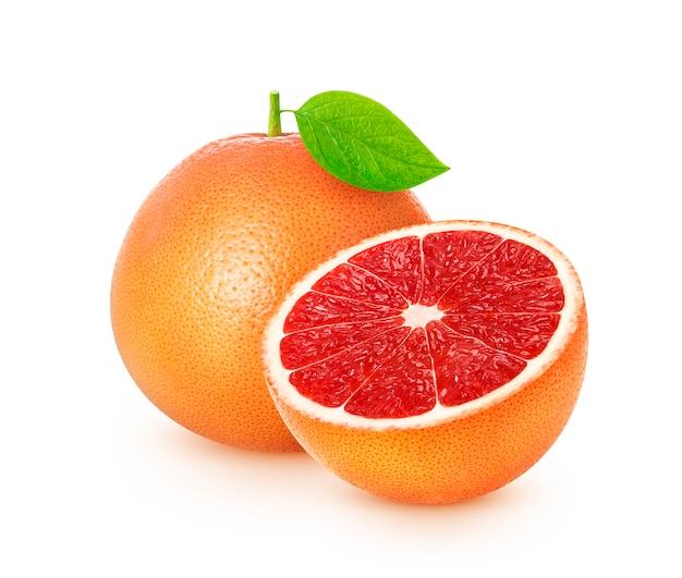 Frutas cítricas del pomelo aisladas en el fondo blanco con el camino de recortes