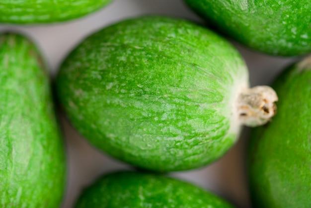 Frutas de feijoa jugosas y maduras