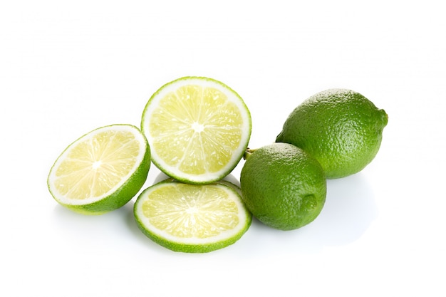 Frutas frescas de lima aisladas