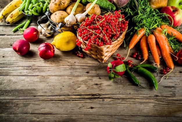 Frutas frescas de verano, bayas y verduras
