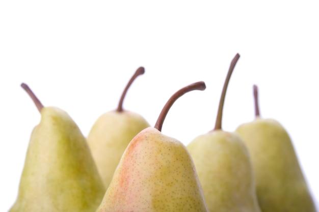 Frutas peras en blanco