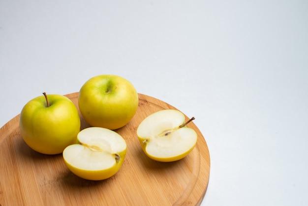 Frutas para la salud, frutas frescas, fruta fitness, manzana roja y amarilla.