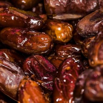 Frutas secas frescas para la venta en el mercado