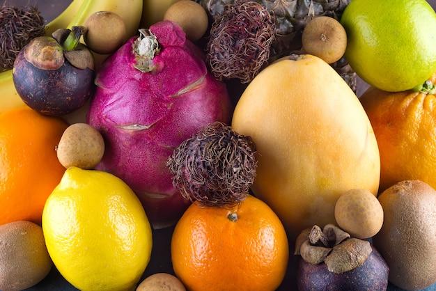 Frutas tropicales surtidas