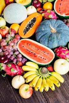Frutas variadas y mixtas.